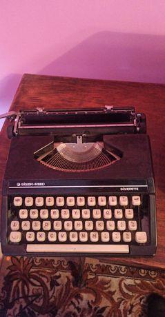 Maszyna do pisania z walizką