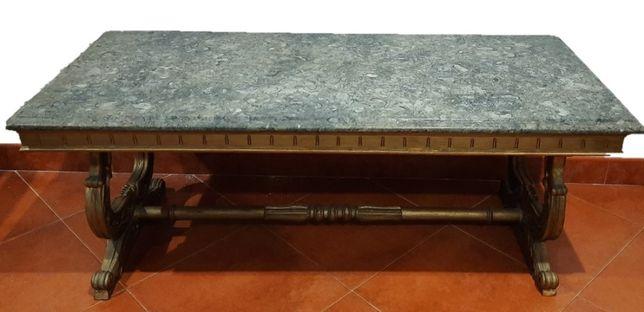 Mesa de apoio / de centro com tampo em pedra em bom estado