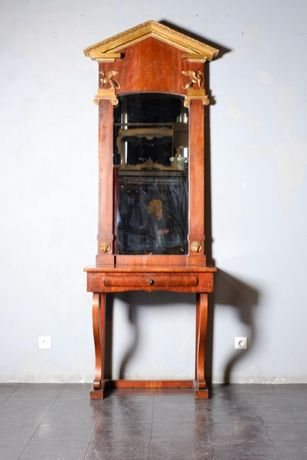 Mesa e espelho clássicos