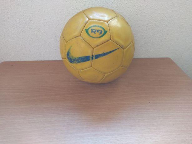 Bola de Andebol Amarela R9 (Ronaldo 9) da Nike