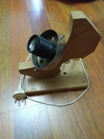 Светильник на одну лампу, на один патрон 27Е, сделан из дерева