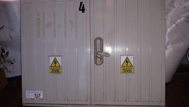 Rozdzielenia elektryczną Emiter, szafa dwudrzwiowa, wyposażona.