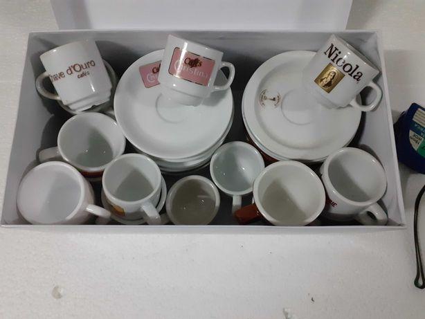 Vendo 20 chávenas de café de várias marcas