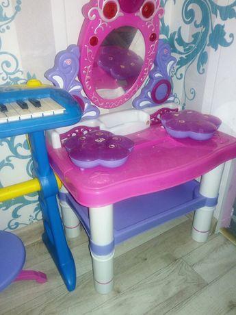 Toaletka z krzesełkiem
