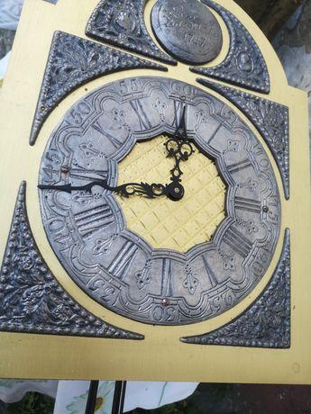 Zegar stojący kwadransowy mechanizm.