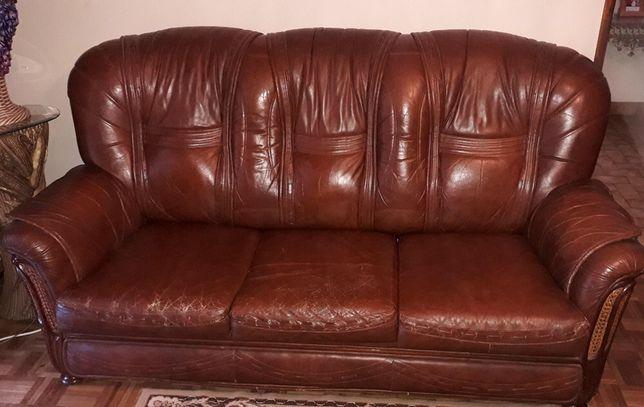 Conjunto de três sofás de pele (2 individuais e 1 triplo)