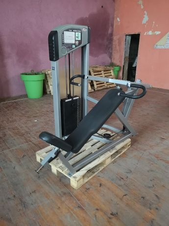 Maszyna Flex Fitness -Star Trac, Incline press - wyciskanie pod skosem