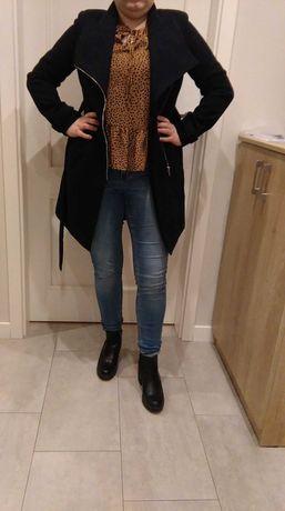 Granatowy płaszcz z Orsay