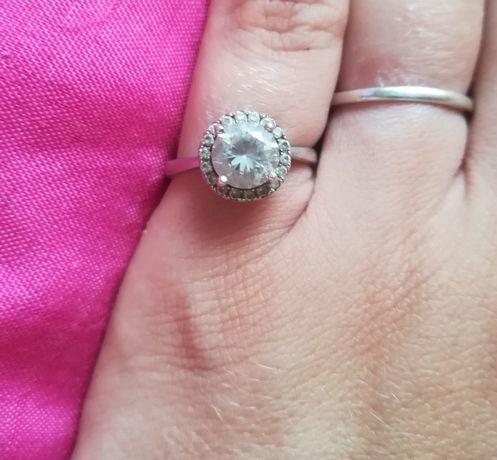 Srebrny pierścionek z kamieniami cyrkoniami Apart r 13
