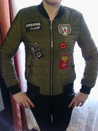 Фирменная куртка, состояние новой 42-44 размер