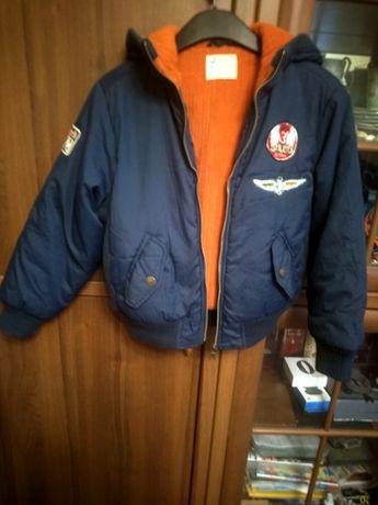 Утеплена куртка на ріст 136-140см+кофта в подарунок.