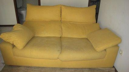Sofá amarelo moderno
