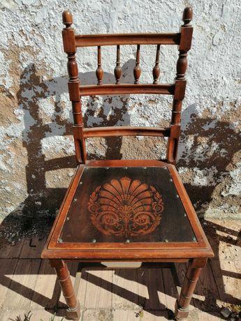 Cadeira madeira antiga