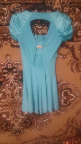 Продаю платье шикарное с открытой спиной