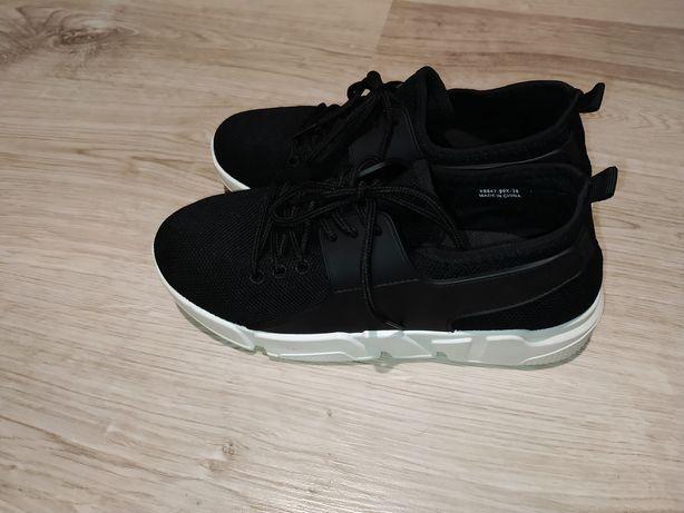 Buty sportowe do wyjścia