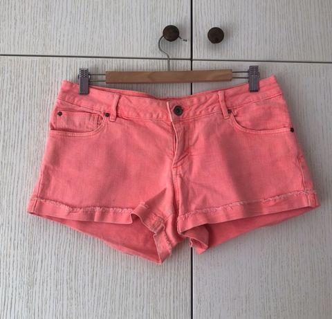Krótkie spodenki Pull&Bear 40 L szorty różowe neon