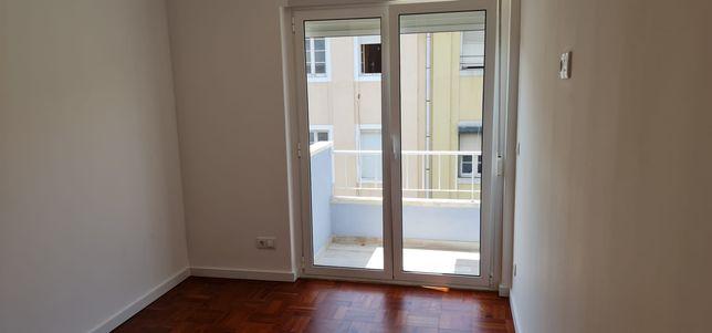 Apartamento T2  com varanda - Olaias