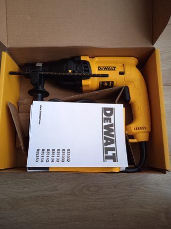 Młotowiertarka Dewalt D25033