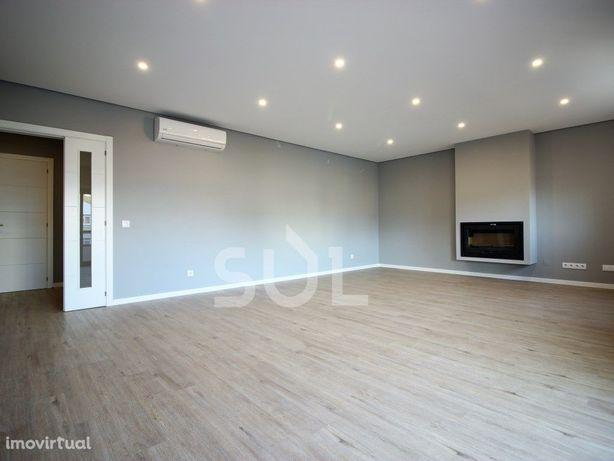 Portimão - Apartamento T3 Novo com 3 Suites e garagem em BOX