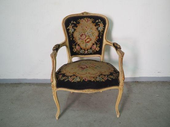 Stylowy tapicerowany fotel ludwikowski 210