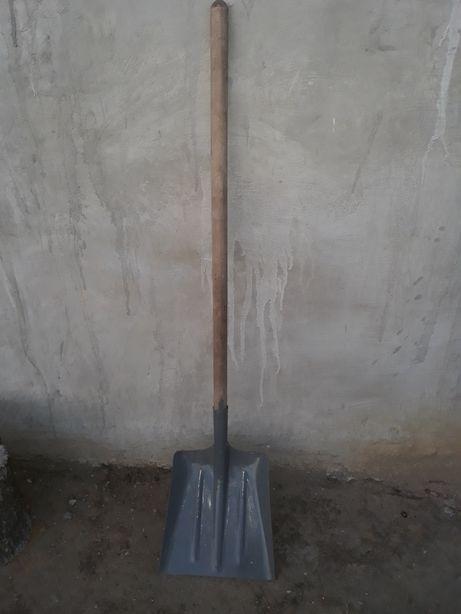 Продам совковую лопату