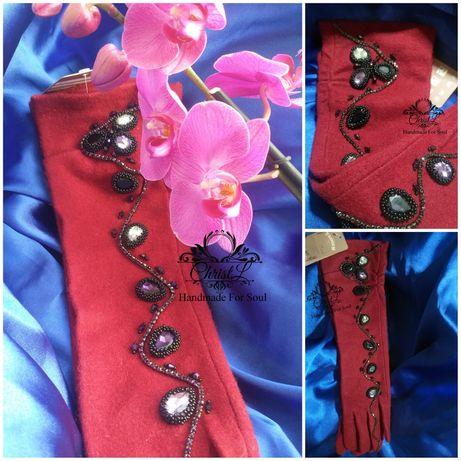 Длинные бордовые перчатки до локтя, с ручной вышивкой стразами
