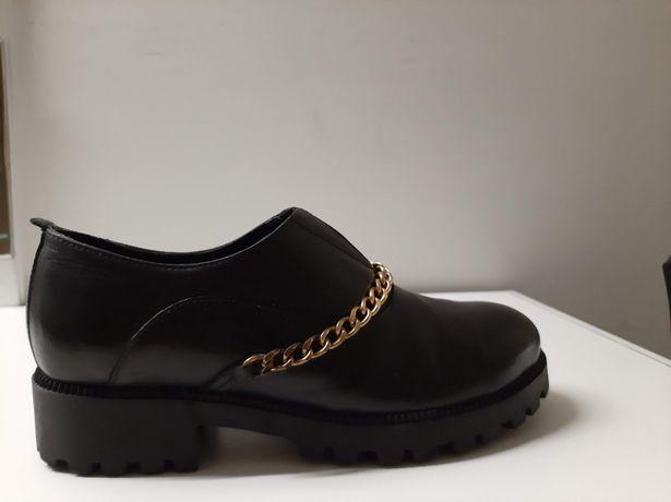 Sapatos em pele marca da Clay's shoes