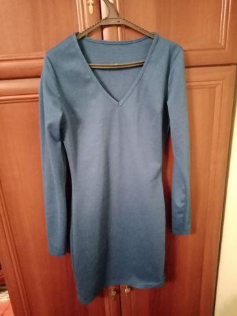 Синє облягаюче плаття