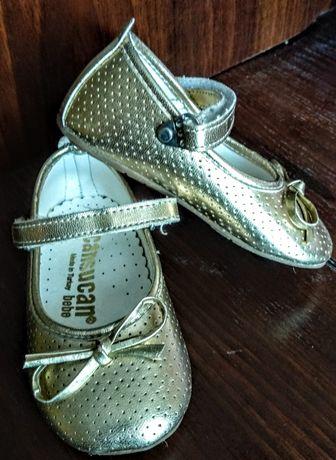 Продаю кожаные золотистые  туфельки  на девочку