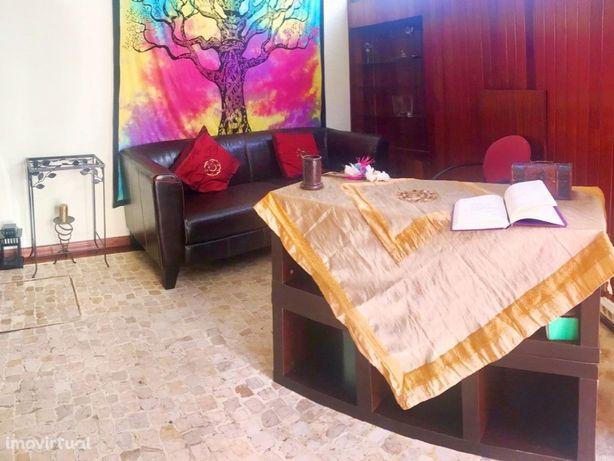 Loja/Clínica pronta a laborar no centro de Laveiras - Caxias