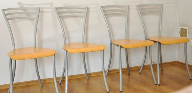 Krzesła komplet 4 szt. kolor sosna