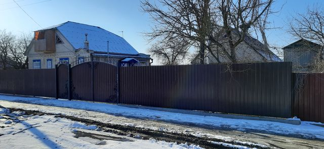 Продаётся дом в с. Весёлое Старобельского р-на.