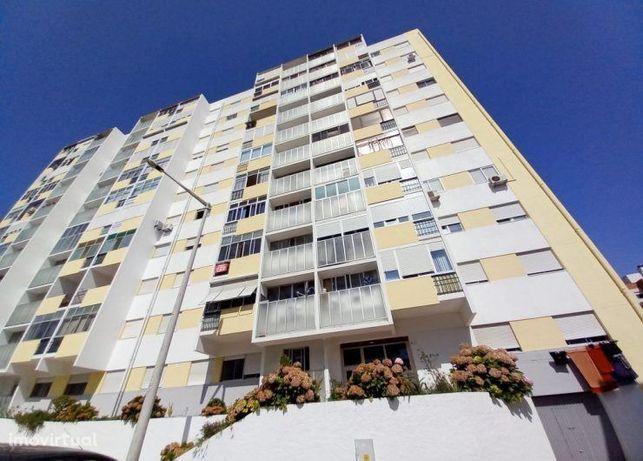 Apartamento T2, prédio c/ 2 Elevadores - Miratejo