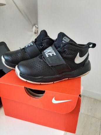 Buty dziecięce Nike Team Hustle rozm. 25