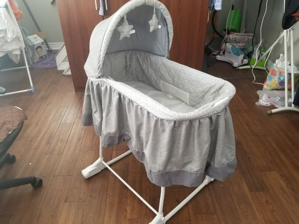 Компактная детская кроватка