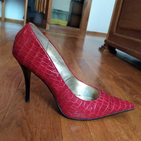 Червоні туфлі (р. 40)