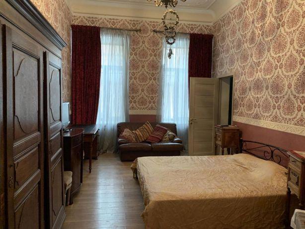 """2-комнатная квартира в историческом центре. """"Дом с одной стеной"""""""