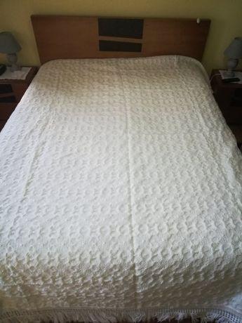 Vendo coberta de cama de casal
