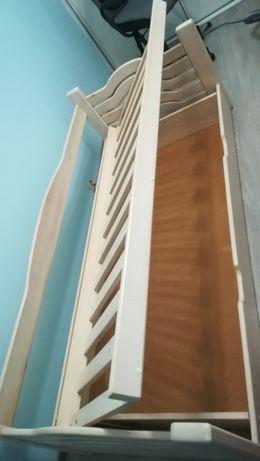 Łóżko drewniane wym. materaca 180 x 80, całego łóżka 190 x 87