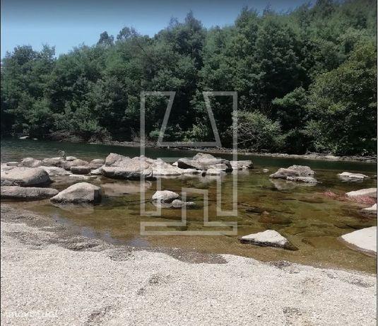 Terreno com frente Rio Cavado