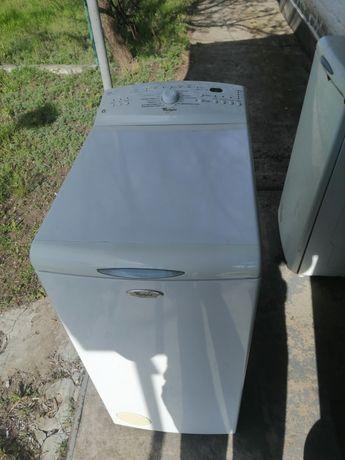 Продам стиральную машинку Whirlpool в хорошем состоянии на 5кг загрузи