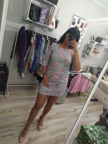 Śliczna sukienka w kwiaty