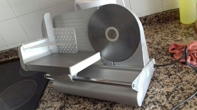 Máquina de cortar fiambre e queijo