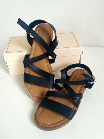 Nowe, nigdy nieużywane sandały czarne (rozmiar 37)