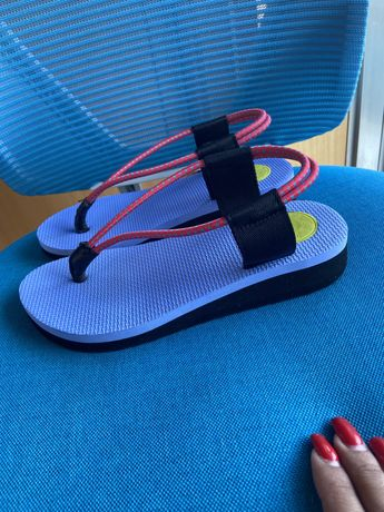 Vende-se sandália/chinelo da Bimba y Lola como novo n°38