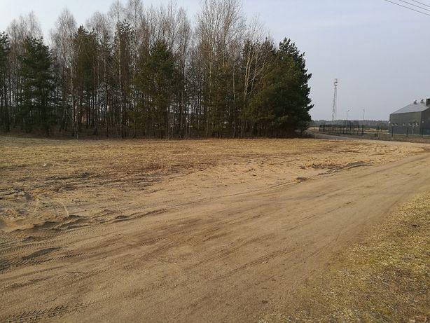 Działka budowlana położona blisko jeziora Omulew