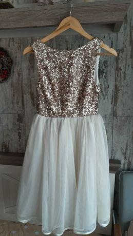 Платье на девочку-подростка, в паетках, красивое, юбка пышная.