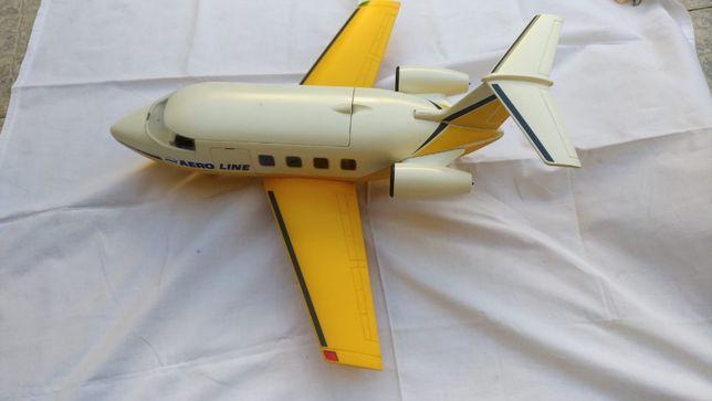 Avião antigo em plástico, bom estado.