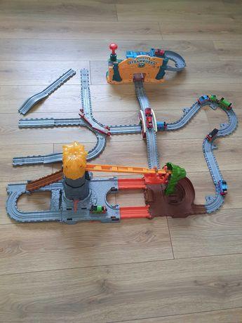 Tomek Take n Play Fabryka lokomotywek Smocza przeprawa i zestaw torów