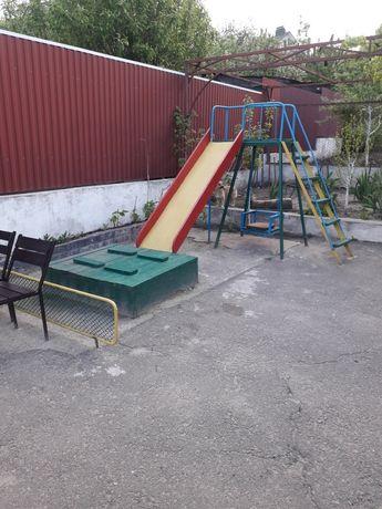 Дитячі майданчики, пісочниці